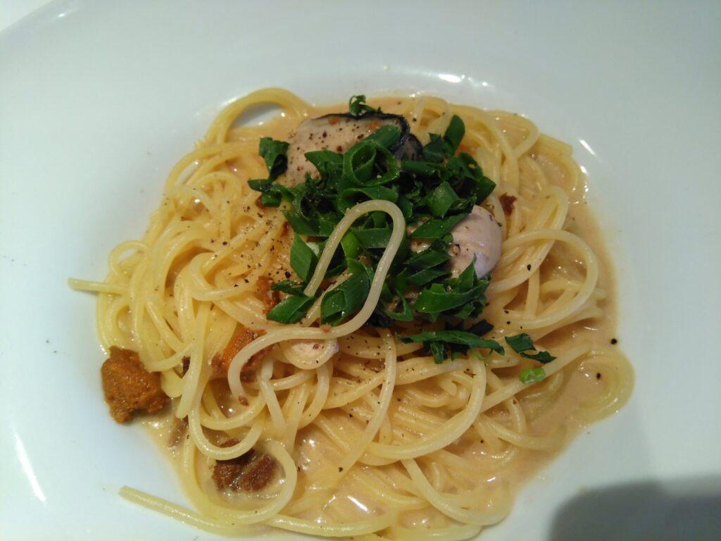 ウニクリームと牡蠣のパスタ